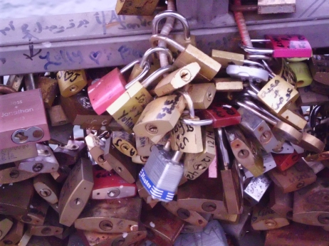 Bundle of locks, Paris