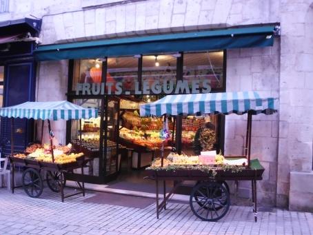 Fruit and Veggie shop, Perigeaux, FR